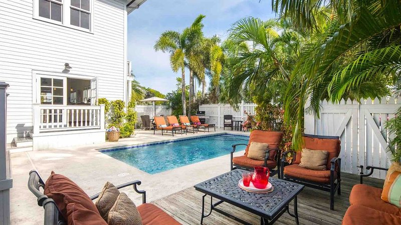 **SOUTHERNMOST HOSPITALITY VII** 7BR/7BA & Pool + LAST KEY SERVICES..., holiday rental in Stock Island