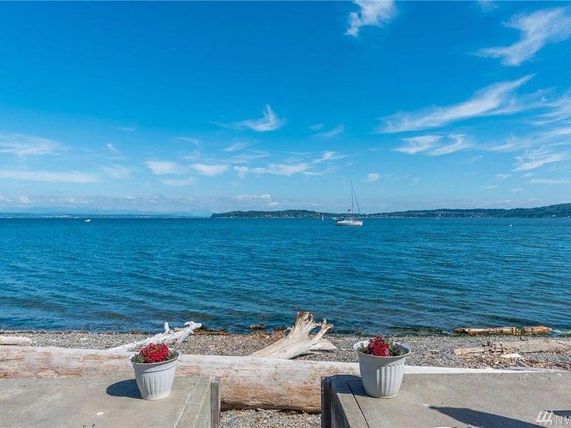 Ocean Front, HGTV featured Beach House, vacation rental in Oak Harbor