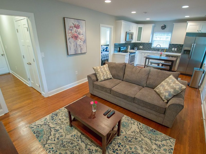 Modern Bunglow 2mins to Airport, Uptown CLT, Panther Stadium, Spectrum Center, aluguéis de temporada em Mount Holly