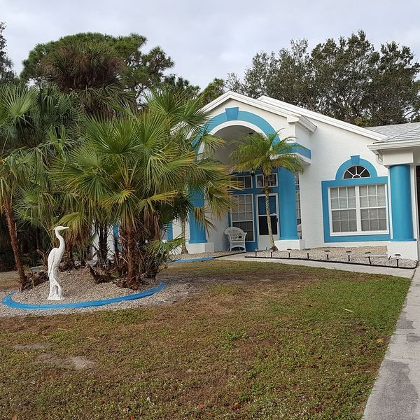 Beautiful, spacious home, newly remodeled , private heated pool, screened lanai, location de vacances à Port Charlotte