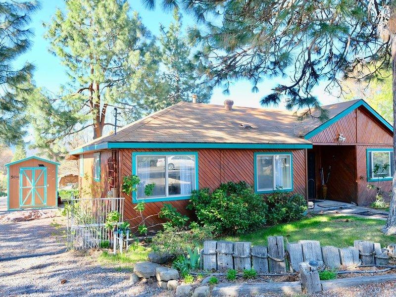 Redwood Garden Cottage, vacation rental in McCloud