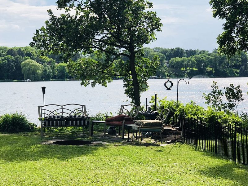 Fabulous Lake Home Convenient To Everything, vacation rental in Brooklyn Park