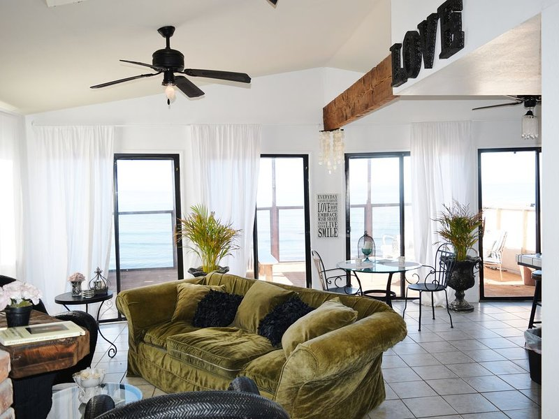 Stylish oceanfront home with spectacular views!, vacation rental in Ensenada