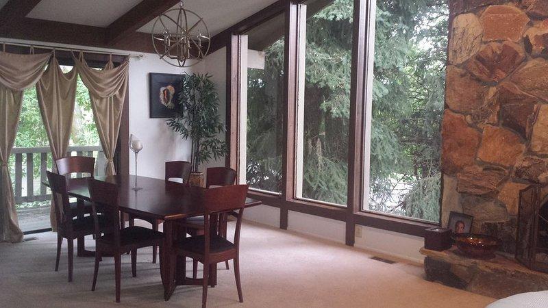 Snowy Powder Retreat Minutes to Ski Resorts - Huge Home, casa vacanza a Cottonwood Heights
