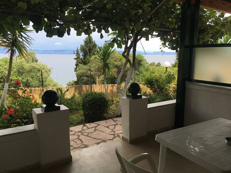 Apartment with Sea View., holiday rental in Dafnata
