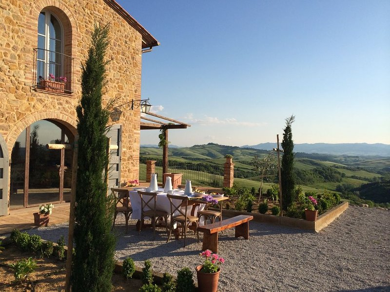Stone Villa with Stunning Views, vakantiewoning in Montaione