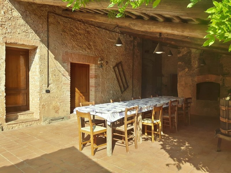 True Tuscany! Entire Tuscan Property with Private Saline Pool, Pony , BBQ 6P, Ferienwohnung in Sovicille