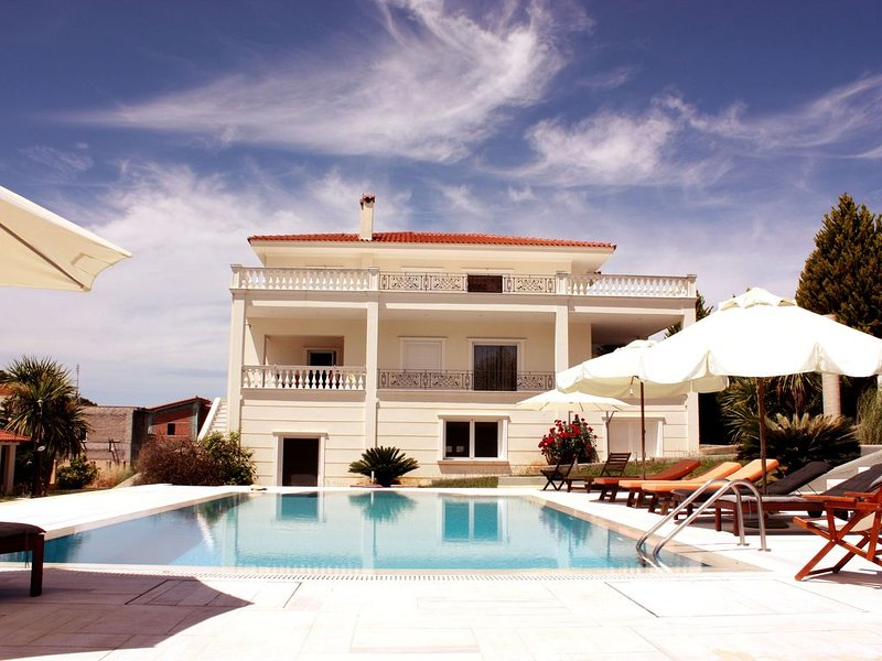 Villa Nea Politeia - Romantic & Beautiful Sunsets, location de vacances à Amarynthos