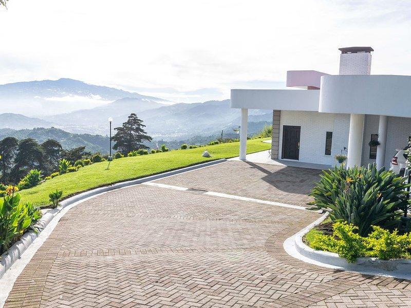 Mountain Home Overlooking The San Jose' Valley, location de vacances à Copey