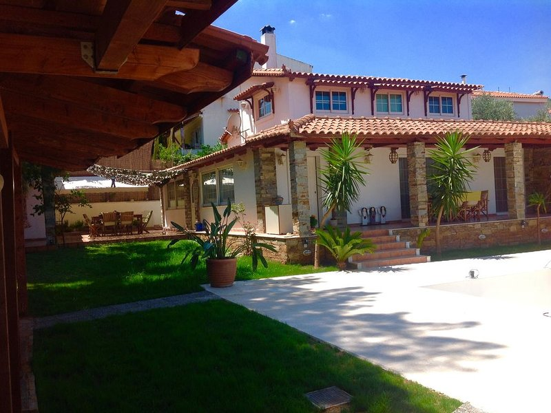 Amomos Villa with Private Pool for Luxury Vacation and Relax, vacation rental in Marathon