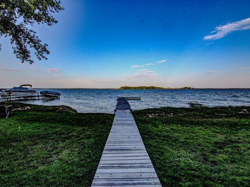 Need a Change of Scenery?! Pelican Lake Sweetlife Lake House #2, holiday rental in Pequot Lakes