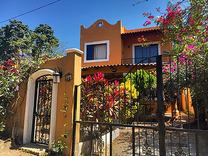 Charming Casa Risa Near Town and Hidden Beaches, holiday rental in Sayulita