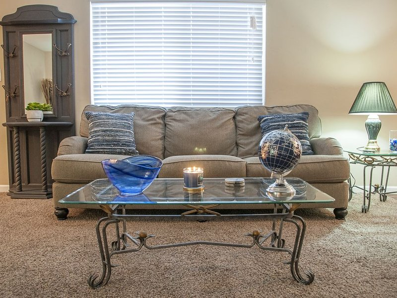Attractive, Comfortable, Longer Stay Apt near Downtown, Medical & Conv Cntr #3, holiday rental in Visalia
