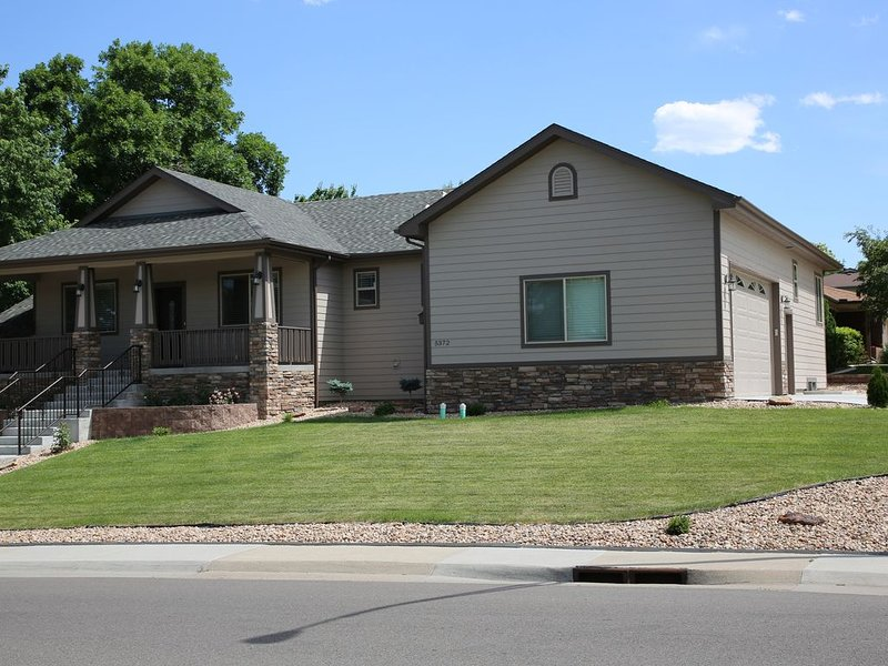 Stunning 2016 Custom Home, 3 bed, 3 bath, Sleeps 6- minutes to Denver & Boulder, vacation rental in Westminster