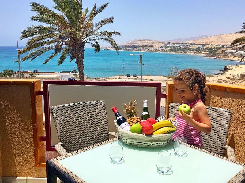Apartment PANORAMA Great View, WiFi, 50m beach, holiday rental in La Lajita