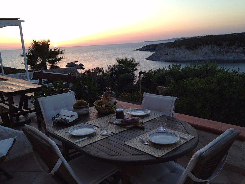 Amazing sunset from the terrace,  terrazza con tramonti da sogno sul mare!, location de vacances à Isola di Sant Antioco