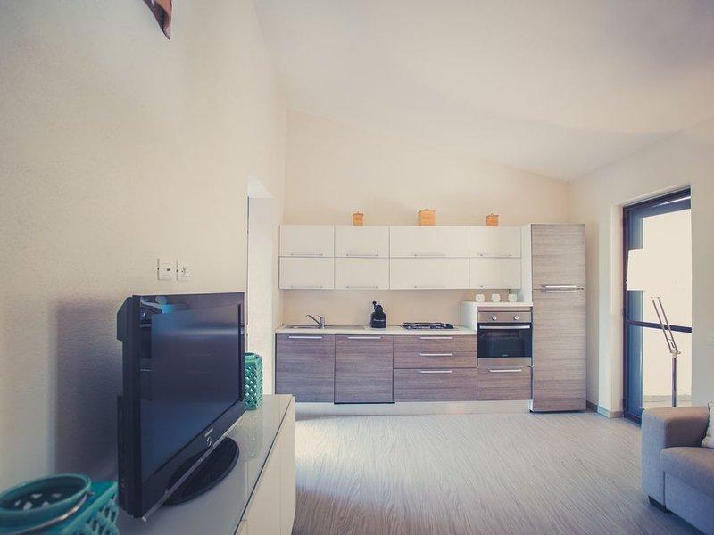 Casa con giardino e accesso privato alla spiaggia, holiday rental in Torre delle Stelle