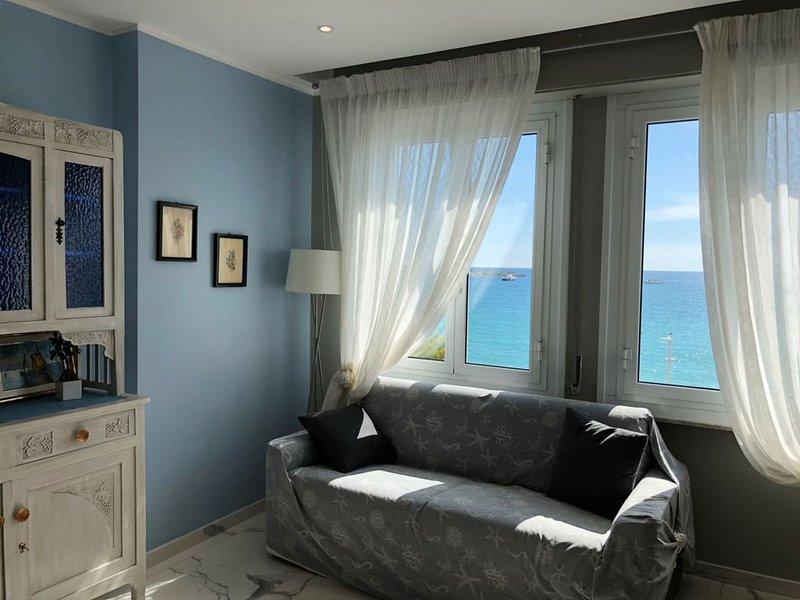 Bellissimo appartamento fronte mare davanti alla spiaggia, appena ristrutturato, alquiler vacacional en Cavi