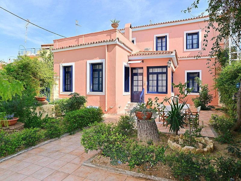 Traditional House at Aegina Port, holiday rental in Aegina Town