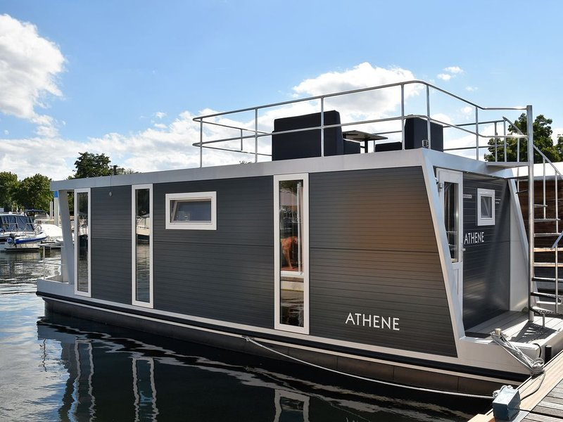 Cosy floating Boatlodge, Athene, 4 persons, 2 bedrooms Maastricht, casa vacanza a Gronsveld