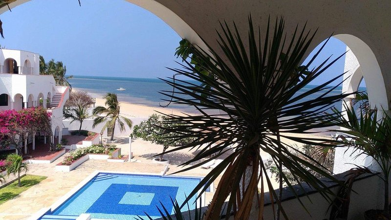 Charming beach Penthouse in Malindi , nice pool and private Housekeeping, location de vacances à Malindi