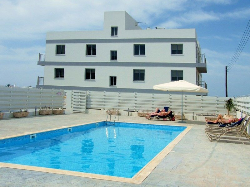 Luxurious Apartment with Pool and View Overlooking the Mediterranean Sea, vacation rental in Pervolia