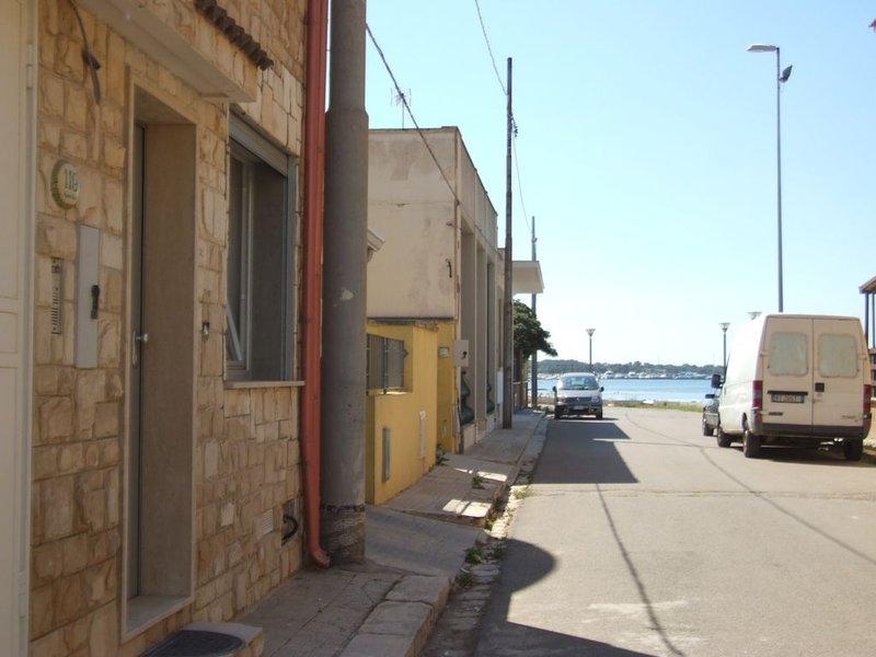 Appartamento indipendente nel Salento vista Mare Aria Condizionata lavastoviglie, holiday rental in La Strea