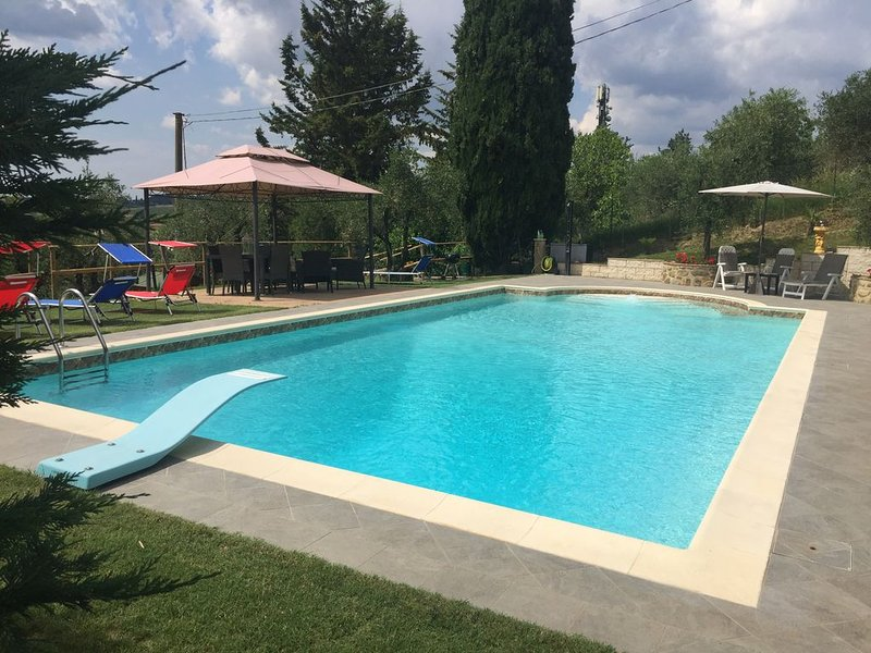 Villa'Colombaiolo di Marciano',30 con giardino e Piscina vicino  al centro Siena, holiday rental in Siena