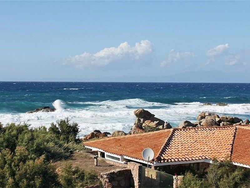Villa pieds dans l'eau, holiday rental in Aglientu
