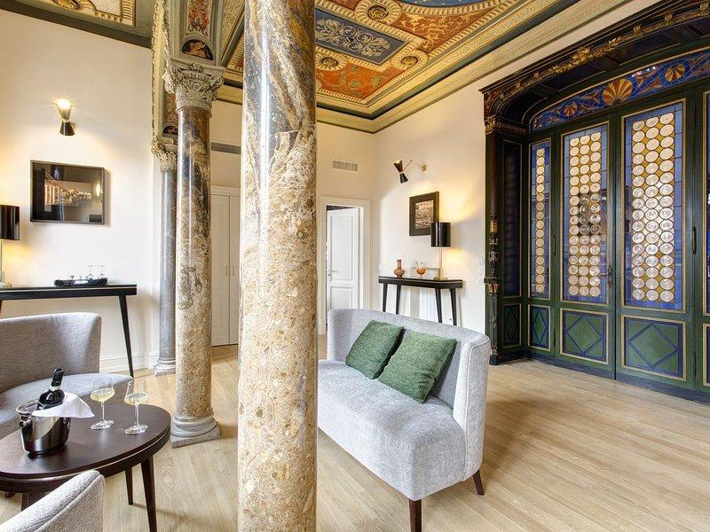Alloggia in un Attico con Terrazza con pulizia giornaliera e colazione compresa, holiday rental in Ladispoli