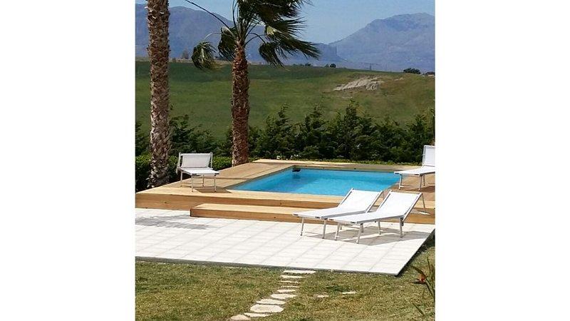 Appartamento in villa  con vista sul Golfo di Castellammare., vacation rental in Balestrate