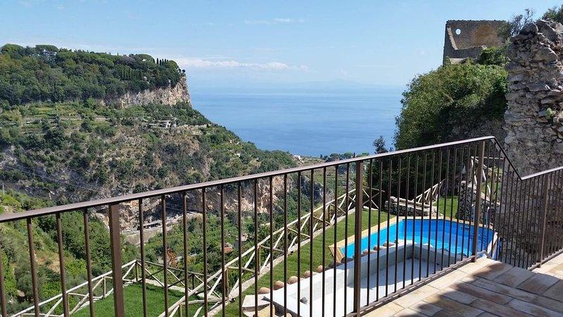 Villa Amì, Relais con vista sul mare, su RAVELLO e ATRANI.(Villa completa), Ferienwohnung in Scala