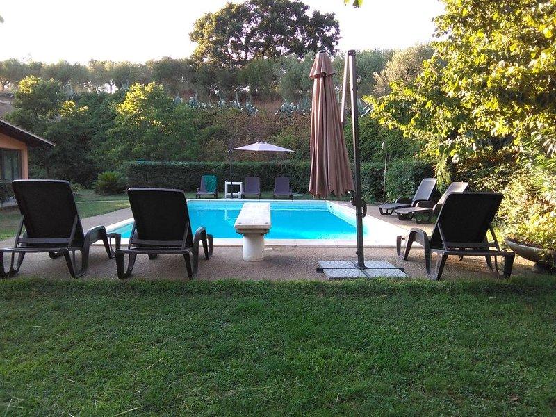 appartamento in villa con piscina sulle colline di Roma, holiday rental in Valli di Santa Lucia