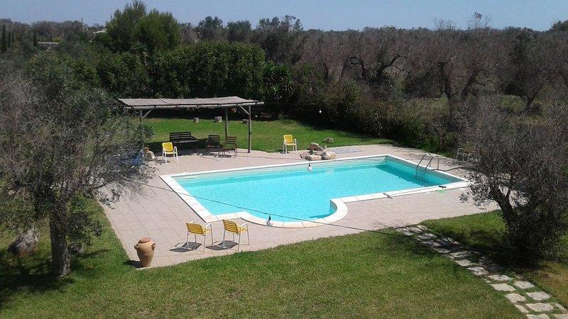 Prestigiosa villa con piscina privata vicino al mare, vicino Gallipoli, Puglia, holiday rental in Galatone