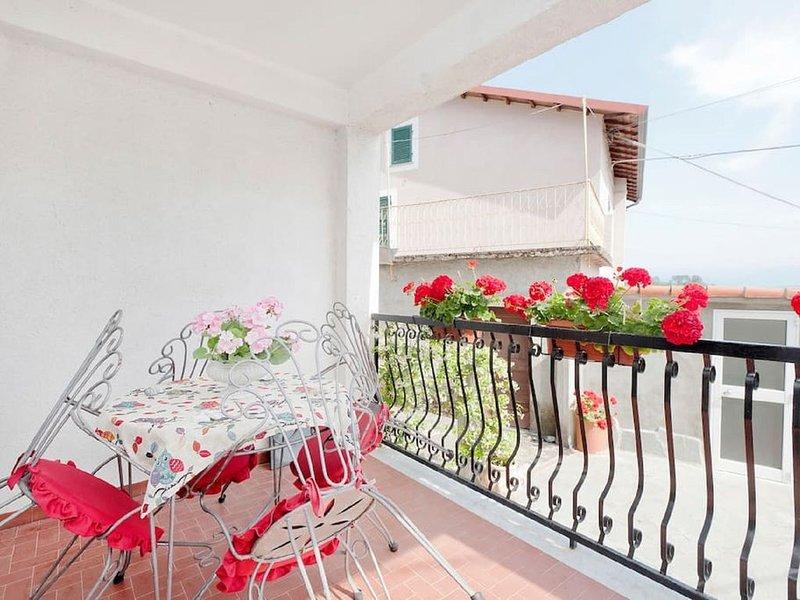 Ferienhaus im ruhigen Dorf, idyllisch unweit vom Gebiet Cinque Terre., holiday rental in Beverino