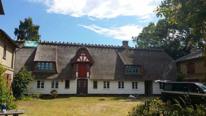 Ferienhof KRONBORG: Gemütliche FeWo in umgebauter Scheune, location de vacances à Horuphav