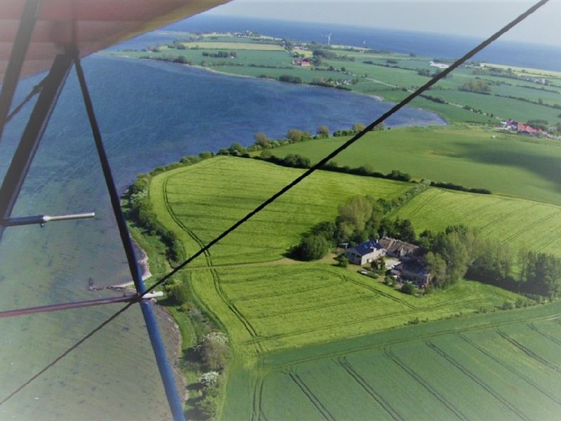 Ferienhof KRONBORG direkt am Wasser: Helle Gartenwohnung mit WLAN – semesterbostad i Sönderborg