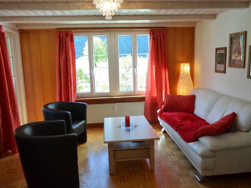 3 1/2 Zi. Ferienwohnung 1. Stock mit WLAN, location de vacances à Meiringen