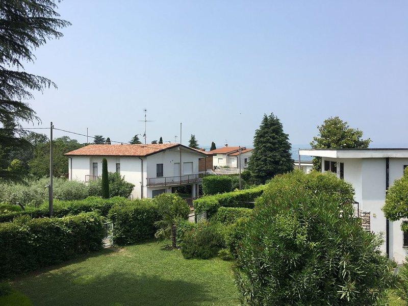 Nette Wohnung am See mit Garten und Zugang zum Steg, holiday rental in Castelnuovo del Garda
