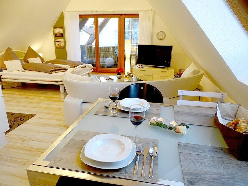 Moderne 1-Zimmer-Wohnung mit Balkon und See- und Bergsicht sowie Internet/WLAN, Ferienwohnung in Meersburg (Bodensee)