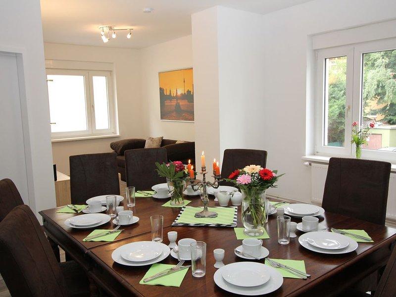 Apartment in Berlin, familienfreund, günstig, zentrale Lage, bis 12 Personen, casa vacanza a Schonefeld