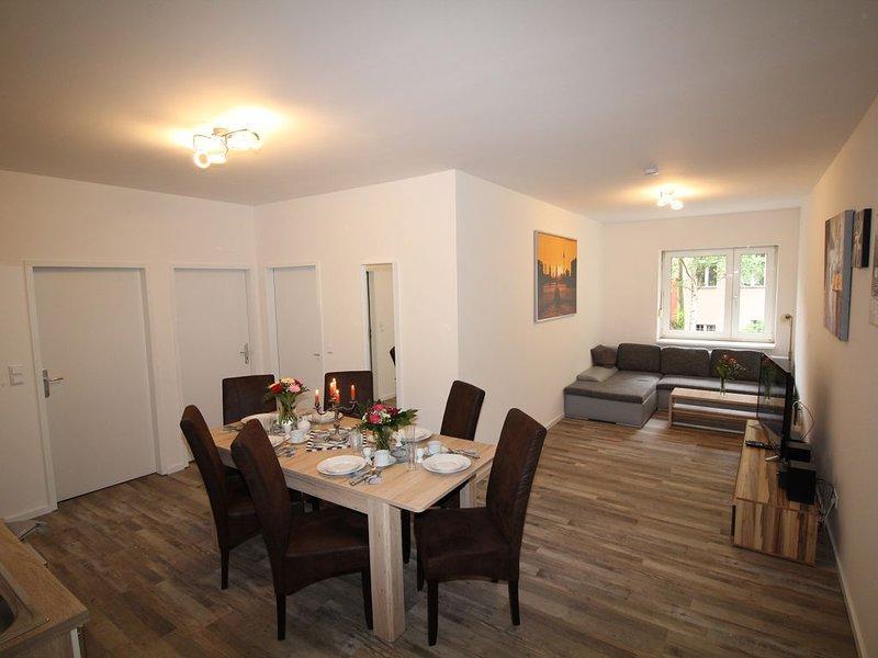Apartment in Berlin, familienfreund, günstig, zentrale Lage, bis 9 Personen, casa vacanza a Schonefeld