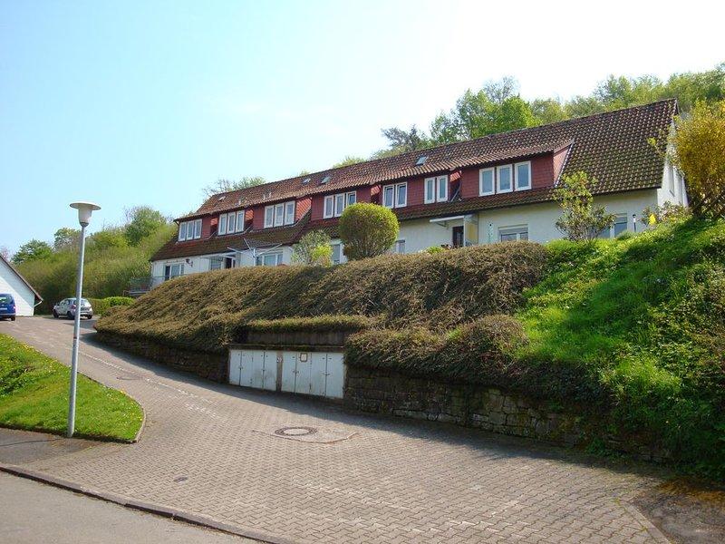 Wunderschöne ruhig gelegene Ferienwohnung in Polle Weserbergland, vacation rental in Luntorf