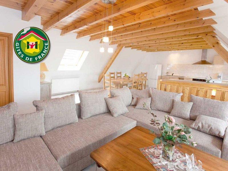 Duplex 2sdb, 2wc, 4chambres à 10km de Riquewihr & Colmar, village viticole, holiday rental in Trois-Epis