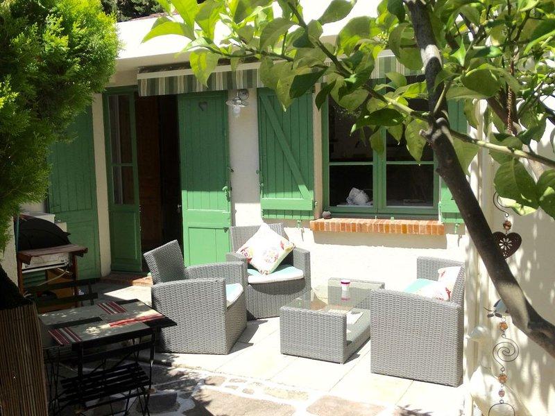 Maison confortable avec jardin centre ville Sainte Maxime 2 personnes, aluguéis de temporada em Ste Maxime