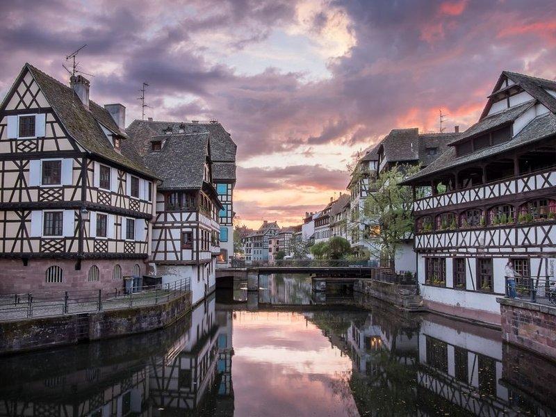 **JOLI APPARTEMENT ENTRE LA CATHEDRALE ET LE PARLEMENT  AVEC SES 2 TERRASSES **, holiday rental in Rheinau