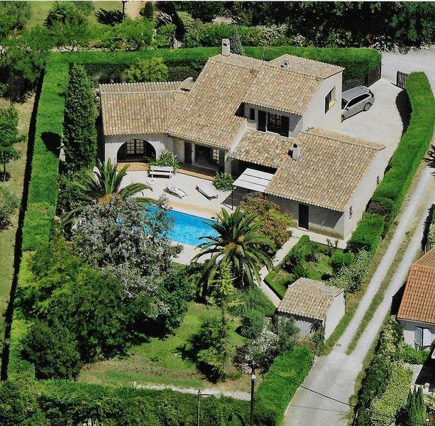 Maison provençale à Flayosc avec piscine et jardin, proche mer, 6 personnes, casa vacanza a Flayosc