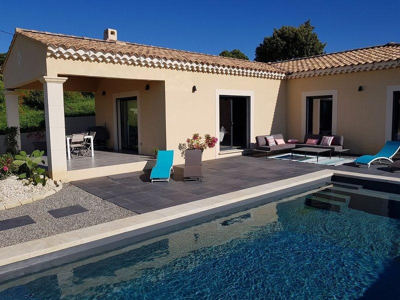 VILLA AU PIED DU MONT VENTOUX AVEC VUE EXCEPTIONNELLE, holiday rental in Modene