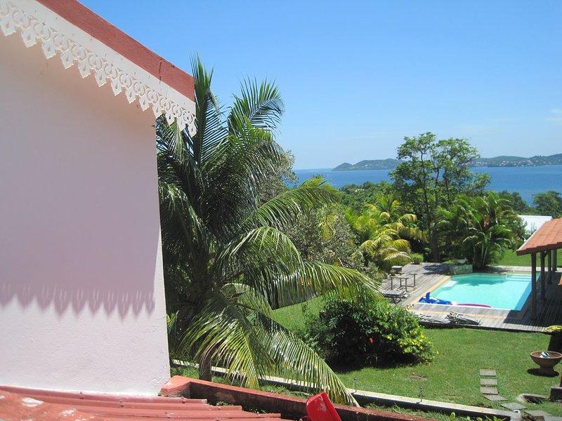 la petite maison du soleil avec vue sur mer, location de vacances à Le Robert
