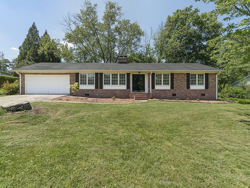 Comfy Eastside Home Close to Downtown, holiday rental in Greer